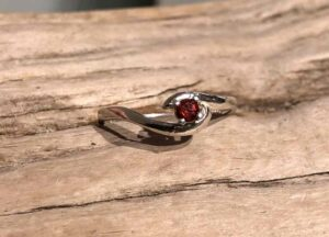 Simple-Idaho-Garnet-Ring