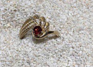 Montana-Garnet-ring-gold