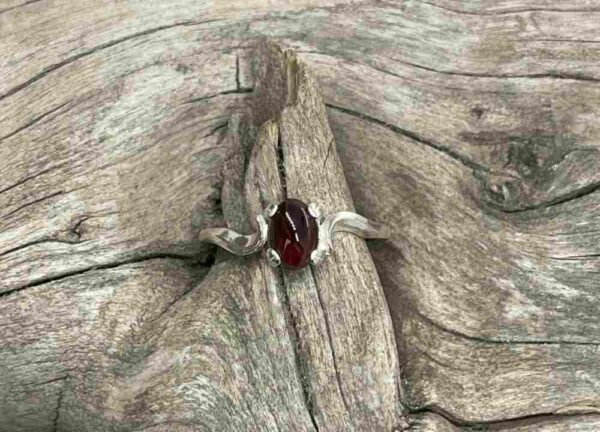 Garnet-Cabochon-Ring