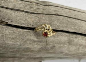 gold-Montana-garnet-Ring