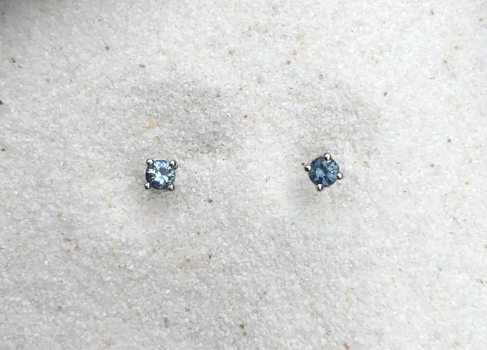 3mm Blue sapphire studs