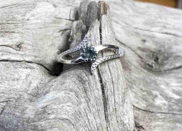 Elegant-Montana-Sapphire-Ring